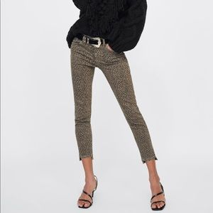 🎃 Zara leopard print jeans